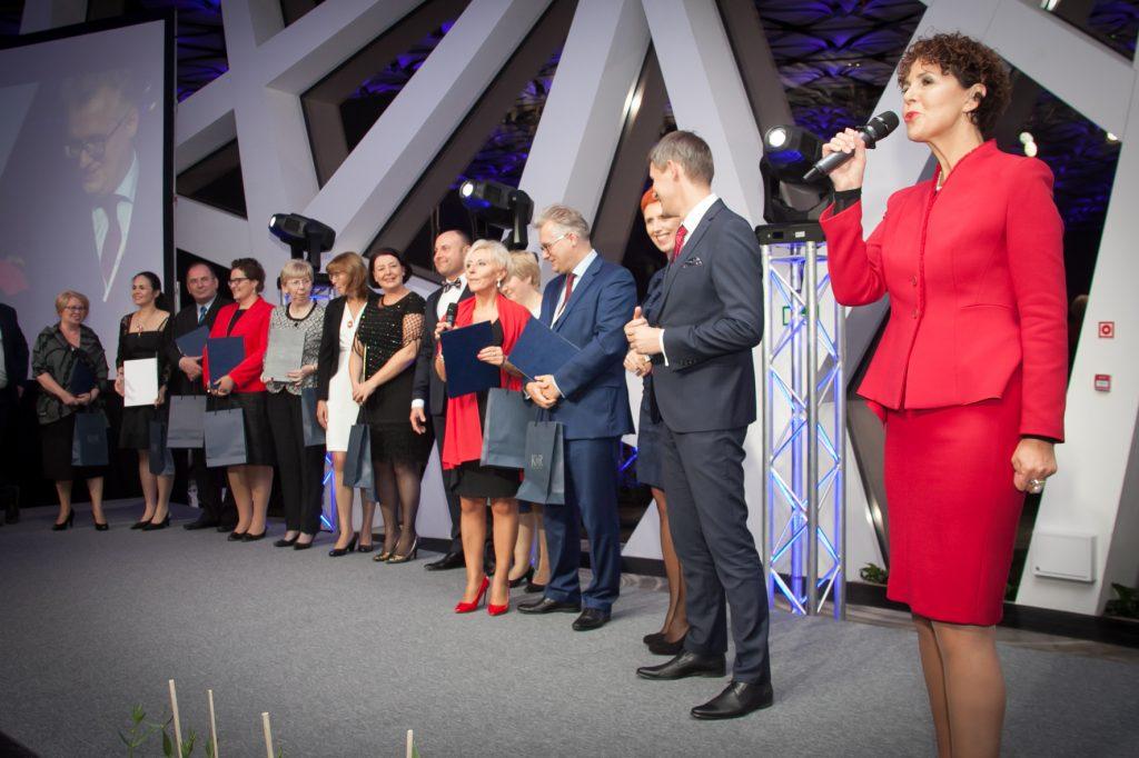 Wyróżnienia absolwentom Akademii Trenerów wręczyła Ewa Sowińska oraz Krzysztof Burnos